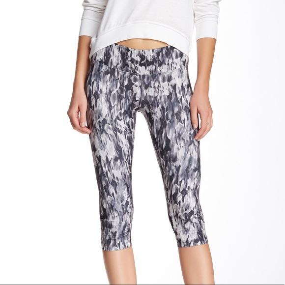 7015949f81deb0 Marika Pants | Tek Nwt Ripple Printed Capri Leggings S | Poshmark